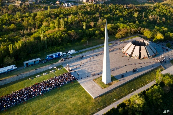 People lineup to lay flowers at the monument to the victims of mass killings by Ottoman Turks, to commemorate the 106th…