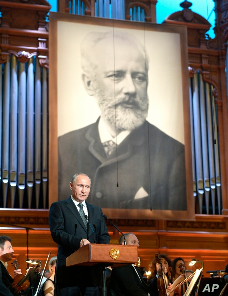 Russian President Vladimir Putin speaks at a gala concert of the winners of the 15th International Tchaikovsky Competition in…