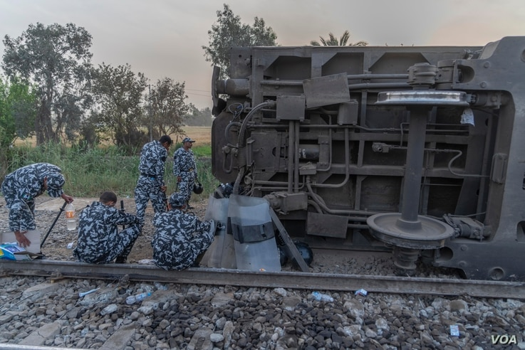 Soldiers are seen at the scene of a train accident north of Cairo in Egypt's Qalyubia province, April 18, 2021. (Hamada Elrasam/VOA)