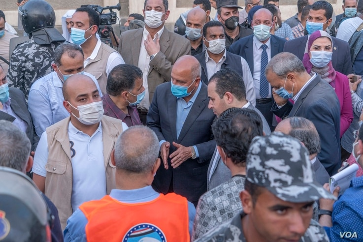 Egyptian Minister of Transportation Kamel El-Wazir (C) and several parliamentarians arrived at the scene a few hours after the crash in Qalioubia province, Egypt, April 18, 2021. (Hamada Elrasam/VOA)