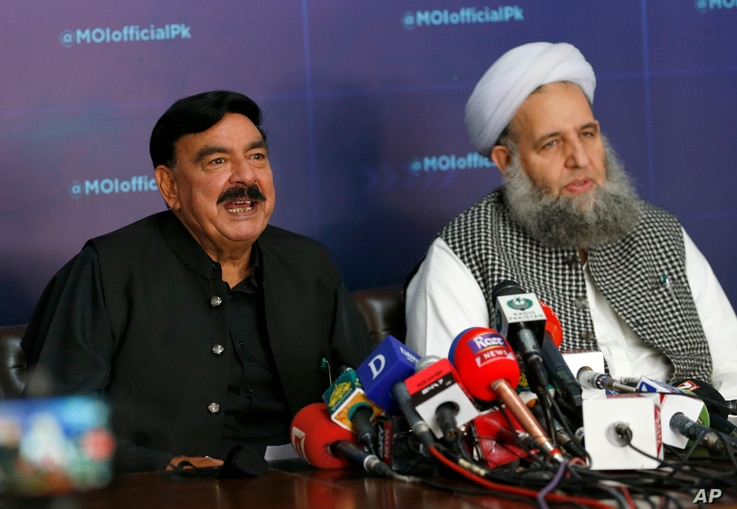 Pakistan's Interior Minister Sheikh Rashid Ahmad, left, and Religious Affairs Minister Noor-ul-Haq Qadri, give a press conference addressing anti-France violence, in Islamabad, April 15, 2021.