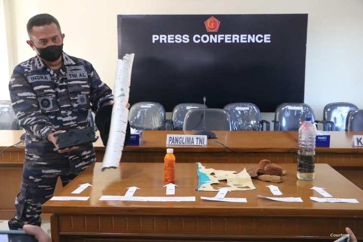 A military official displays items retrieved during the search for the missing KRI Nanggala sub, at a press conference at Ngurah Rai Military Air Base in Bali, Indonesia, April 24, 2021. (Courtesy: Indonesian military via VOA's Indonesian Service)