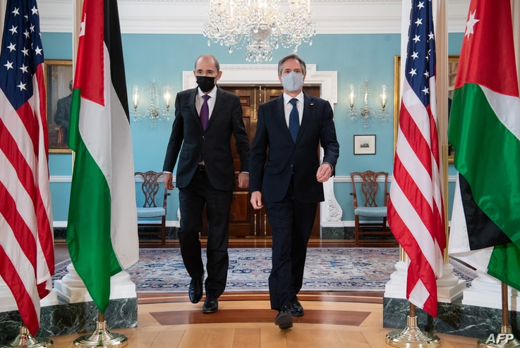 US Secretary of State Antony Blinken (R) and Jordanian Foreign Minister Ayman Safadi (L) arrive to speak the media prior to a...
