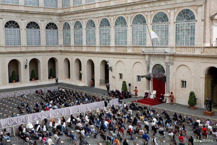 Pope Francis holds the weekly general audience while coronavirus disease (COVID-19) restrictions are eased at the Vatican, May…