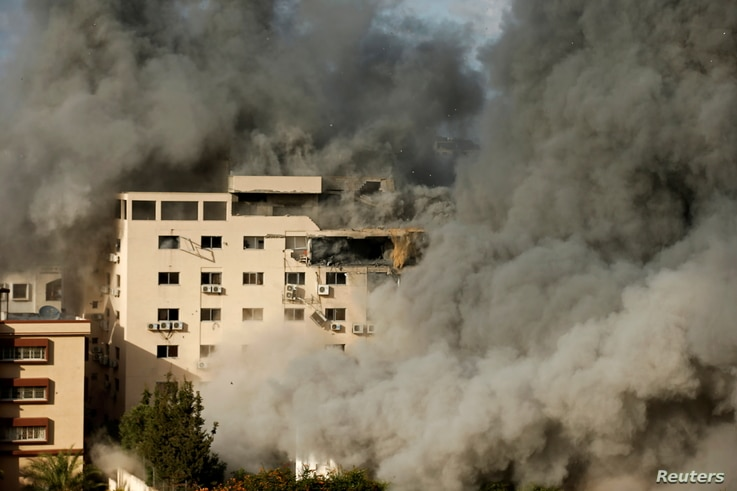 Smoke rises following an Israeli air strike on a building, amid a flare-up of Israeli-Palestinian fighting, in Gaza City May 17, 2021.