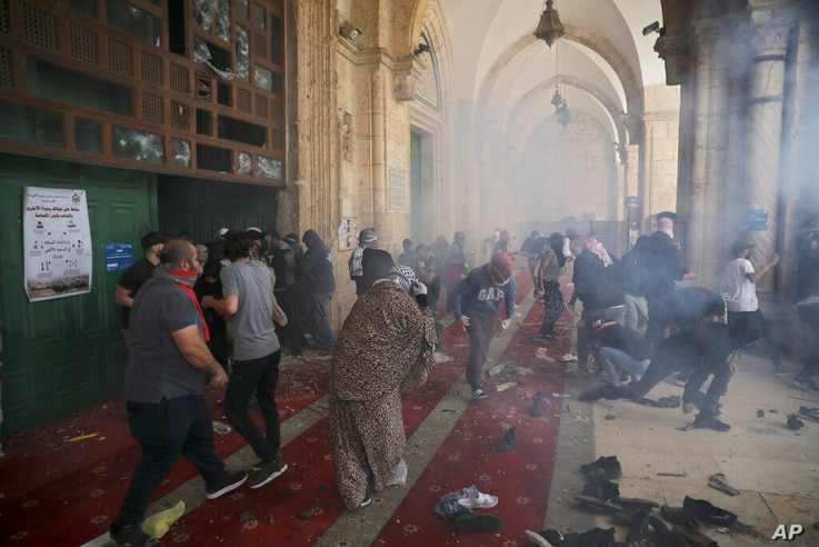 Palestinians clash with Israeli security forces at the Al Aqsa Mosque compound in Jerusalem's Old City Monday, May 10, 2021...
