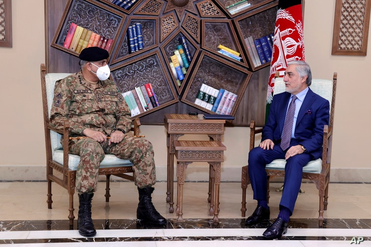 Abdullah Abdullah, Chairman of the High Council for National Reconciliation, right, meets with Pakistan's Army Chief of Staff…