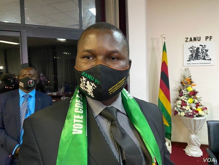 FILE - Tafadzwa Mugwadi, director of information for Zimbabwe's ruling ZANU-PF party, says the removal of a running mate clause was meant to ensure a president can choose his vice presidents, pictured in Harare, Sept. 2020.  (Columbus Mavhunga/VOA)