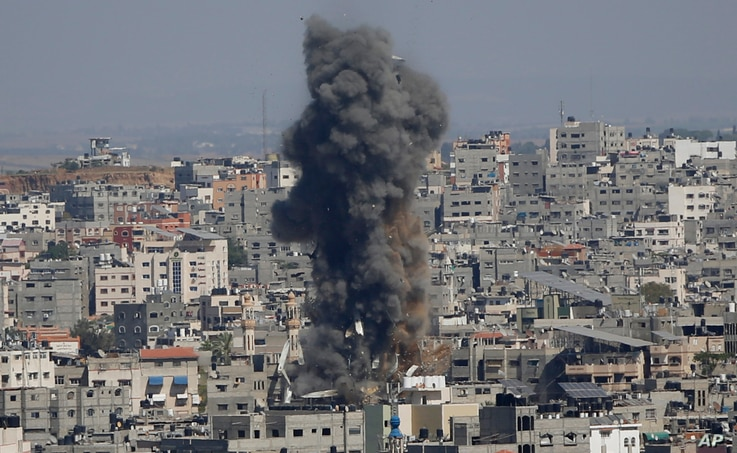 Smoke rises following Israeli airstrikes on a building in Gaza City, May 13, 2021.