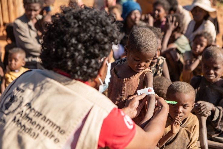 Children get MUAC measurements taken by WFP staff in Ambovombe, one of the districts with a very high number of malnourished children, June 11, 2021.
