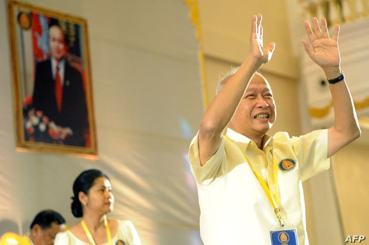Cambodia's Prince Norodom Ranariddh (R) greets party's members during a Funcinpec party congress, in Phnom Penh, Cambodia, Jan. 19, 2015.