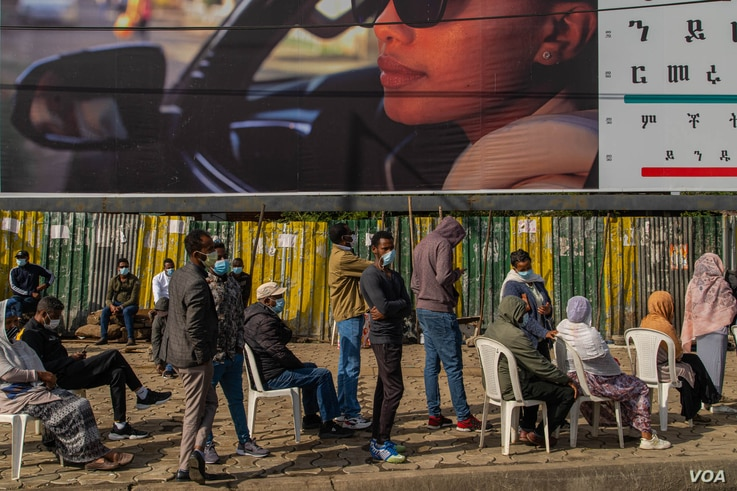 Many voters said they were hopeful this election would turn out to be more free and fair than any previous Ethiopian elections, in Addis Ababa, June 21, 2021. (VOA/Yan Boechat)