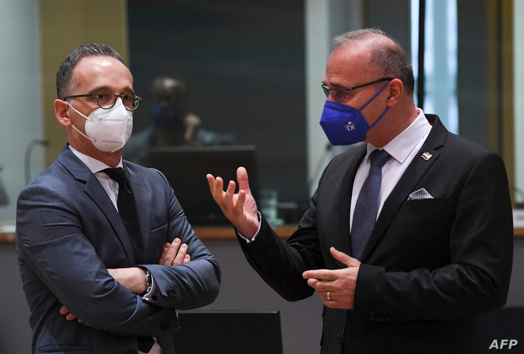 German Foreign minister Heiko Maas (L) talks with Crotian Foreign minister Gordan Grlic Radman (R) during a Foreign Affairs…