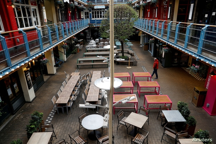 General view of an empty outdoor eating area as the spread of the coronavirus disease (COVID-19) continues. London,…