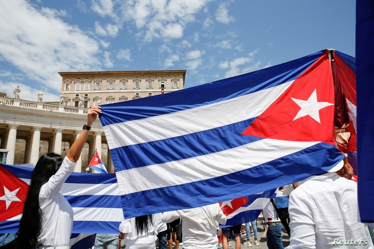Cuban community hold flags of Cuba during the Angelus prayer led by Pope Francis, in St Peter's Square at the Vatican, July 18,...