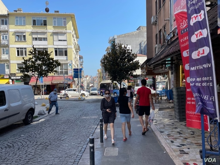 An unusually calm street in the suburb of Kadiköy, Istanbul as many Turks embark on vacations outside of the city during the country's weeklong Kürban Bayram holiday.  (taken  by Salim Fayeq)