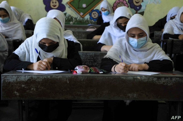 Schoolgirls attend class in Herat on August 17, 2021, following the Taliban stunning takeover of the country. (Photo by AREF…