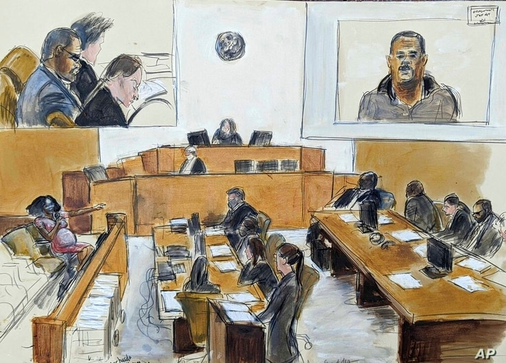 In this courtroom artist's sketch made from a video screen monitor of a Brooklyn courtroom, defendant R. Kelly, top left,…