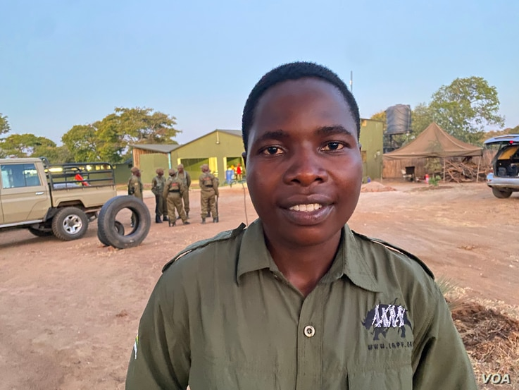 Nyaradzo Auxillia Hoto one of the all-female Akashinga, the Brave Ones, rangers since it started in 2017 to fight poaching in Hurungwe district (August 22, 2021,) Zimbabwe says she does not fear poachers or wildlife. ((Columbus Mavhunga/VOA))