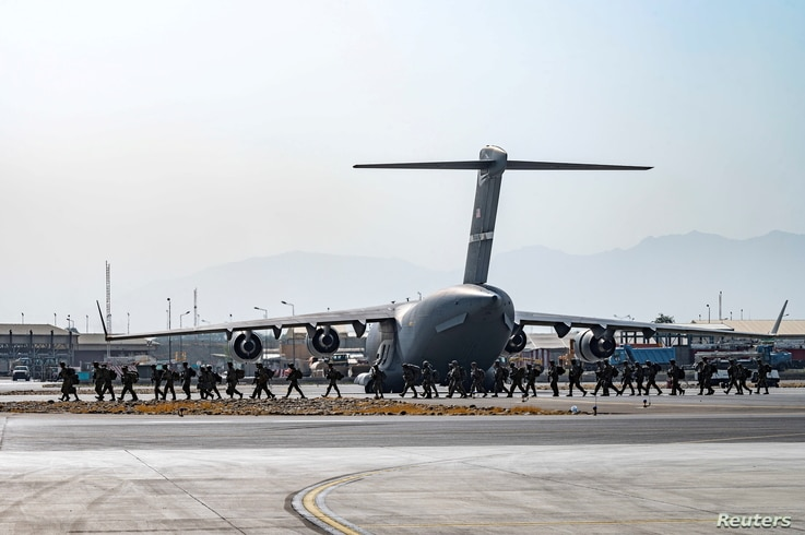 FILE - U.S. soldiers arrive to provide security for evacuees, at Hamid Karzai International Airport in Kabul, Afghanistan, Aug. 20, 2021. (Senior Airman Taylor Crul/U.S. Air Force/Handout via Reuters)