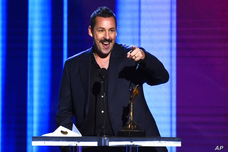 Adam Sandler accepts Best Leading Actor Award for