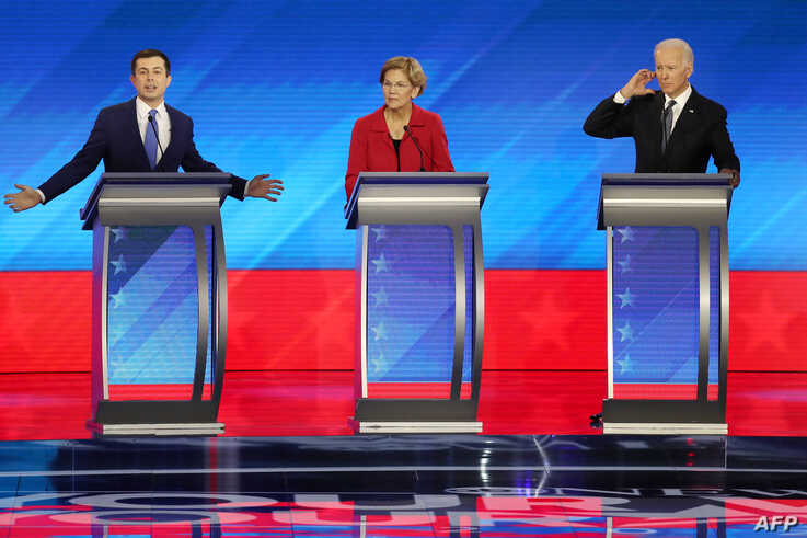 MANCHESTER, NEW HAMPSHIRE - FEBRUARY 07: (L-R) Democratic presidential candidates former South Bend, Indiana Mayor Pete…