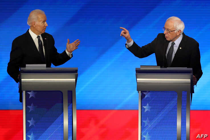 MANCHESTER, NEW HAMPSHIRE - FEBRUARY 07: (L-R) Democratic presidential candidates former Vice President Joe Biden and Sen…