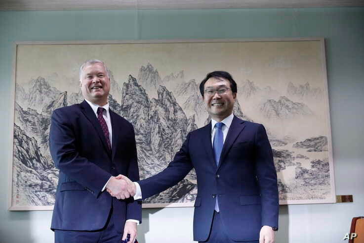 U.S. special envoy for North Korea Stephen Biegun, left, pose with his South Korean counterpart Lee Do-hoon during their meeting at the Foreign Ministry in Seoul, South Korea, Wednesday, Aug. 21, 2019. (Kim Hong-Ji/Pool Photo via AP)