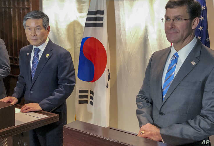 U.S. Defense Secretary Mark Esper, right and South Korea defense Minister Jeong Kyeong-doo, left attend a press conference in…