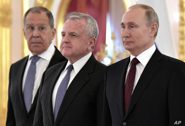 The new U.S. Ambassador to Russia John Sullivan, centre, poses after presenting his diplomatic credentials with Russian…