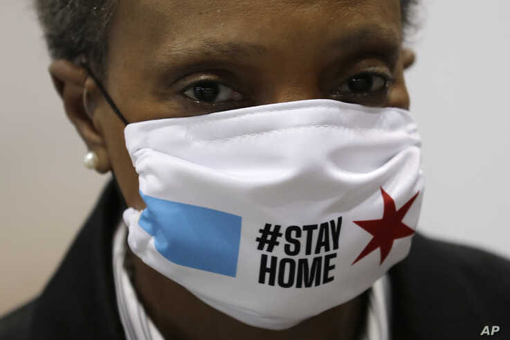 Chicago Mayor Lori Lightfoot wears a mask as she attends a news conference in Hall A of the COVID-19 alternate site at…