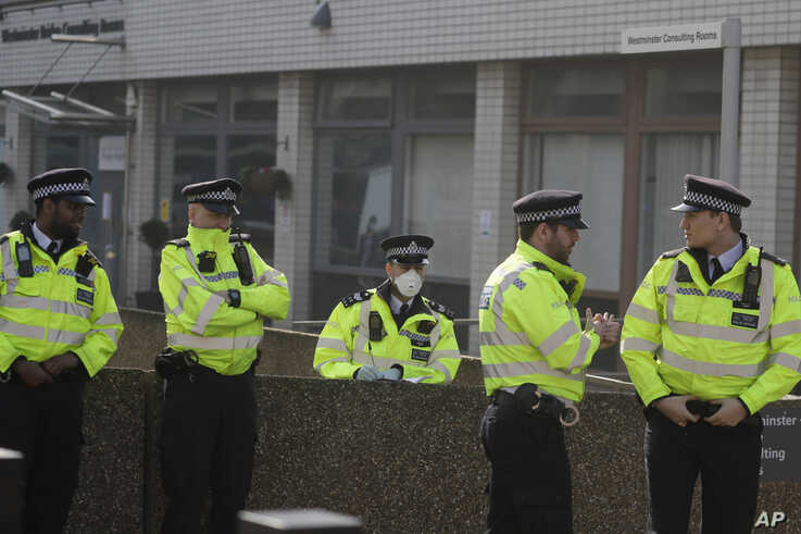 One out of five British police officers wears a 3M face mask, with few police officers in Britain seen wearing face masks since…