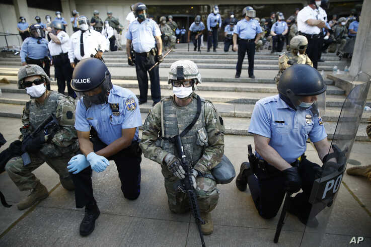 Philadelphia police and Pennsylvania National Guard take a knee at the suggestion of Philadelphia Police Deputy Commissioner…