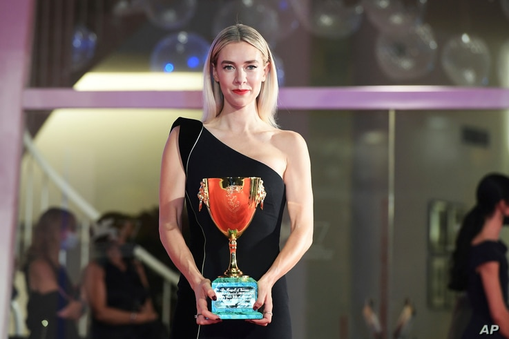 British actress Vanessa Kirby poses with the Coppa Volpi for Best Actress at the closing ceremony of the 77th edition of the…