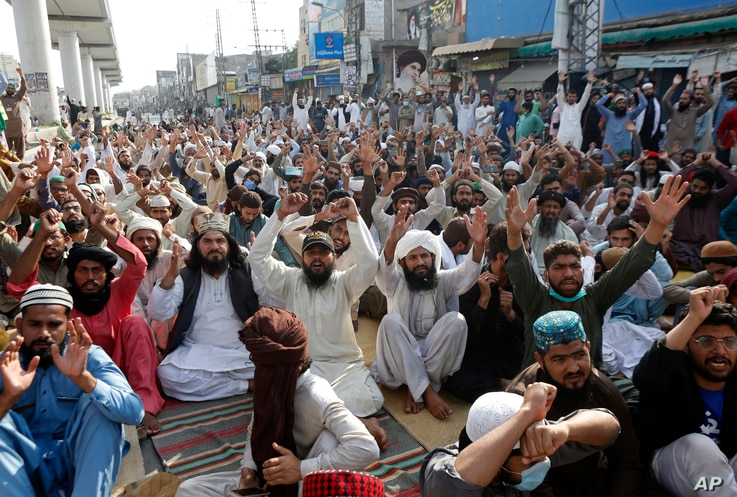 Supporters of Tehreek-e-Labiak Pakistan, a radical Islamist political party, chant slogans during a protest against the arrest...