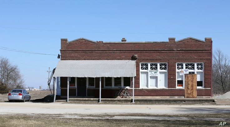 A building that housed Michael Hari's business is seen Wednesday, March 14, 2018, in Clarence, Ill. Hari, a former sheriff's…