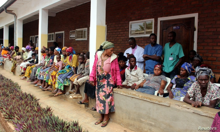 Congolese patients wait to receive medical attention from Dr.Denis Mukwege, at the Panzi Hospital in Bukavu, South Kivu Province in the Democratic Republic of Congo October 5, 2018. REUTERS/Crispin Kyalangalilwa