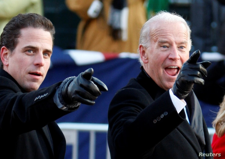 FILE PHOTO: U.S. Vice President Joe Biden (R) points to some faces in the crowd with his son Hunter as they walk down…