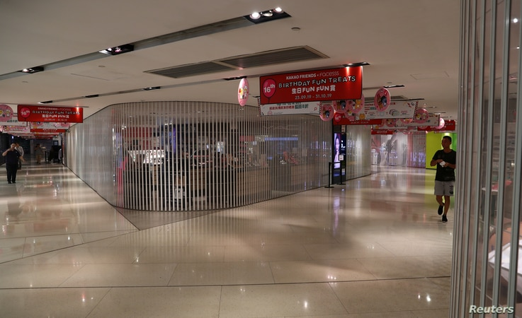 Closed stores are seen inside a shopping mall in Admiralty district, in Hong Kong, China October 5, 2019. REUTERS/Athit…