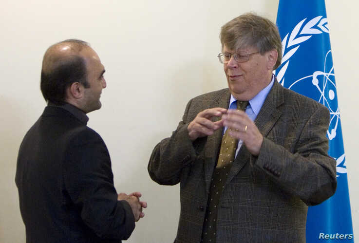 Olli Heinonen, deputy director of the U.N. International Atomic Energy Agency (IAEA), speaks with Javad Vaeedi (L), Iran's…