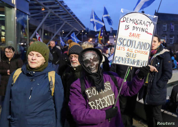 Anti-Brexit protesters hold banners outside the Scottish parlament, in Edinburgh, Scotland, Britain January 31, 2020. REUTERS…