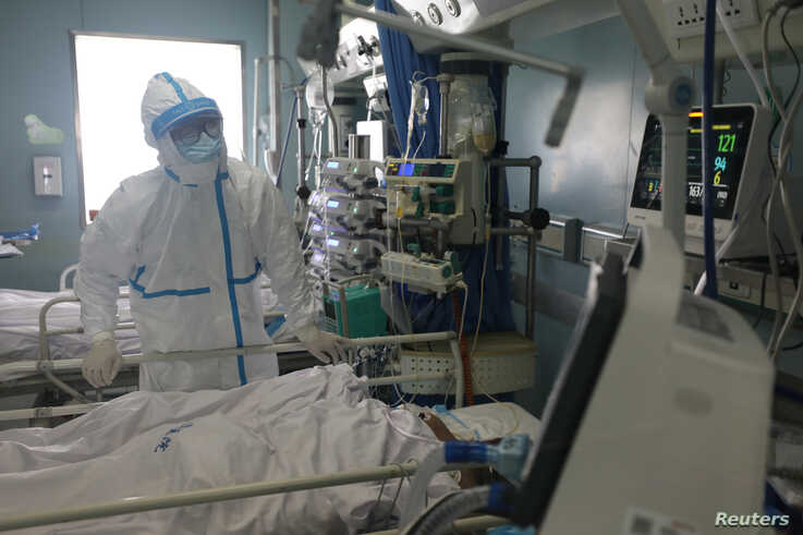 A medical worker is seen at the intensive care unit (ICU) of Jinyintan hospital in Wuhan, the epicentre of the novel coronavirus outbreak, in Hubei province, China, Feb. 13, 2020. (Credit: China Daily)