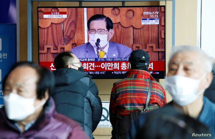 People watch a TV broadcasting  a news report on a news conference held by Lee Man-hee, founder of the Shincheonji Church of…