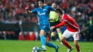Zenit's Sardar Azmoun, left, vies for the ball with Benfica's Alex Grimaldo during the Champions League group G soccer match…