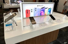 Photo by: STRF/STAR MAX/IPx 2021 8/1/21 Smart phone displays are seen at a Spectrum store seen in New York City.