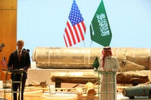 Saudi Arabia's Minister of State for Foreign Affairs Adel al-Jubeir and U.S. Special Representative for Iran Brian Hook attend a joint news conference, in Riyadh