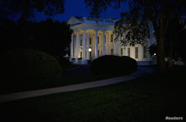 A general view of the White House in Washington September 10, 2014. President Barack Obama, who will set out a broad long-term strategy to defeat the Islamic State in a speech to Americans on Wednesday evening, is prepared to authorize air strikes against