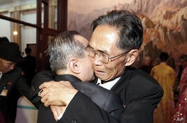 North Korean Joo Jae Eun (right) hugs his South Korean brother Joo Jae-hui in a bid farewell after the Separated Family Reunion Meeting at Diamond Mountain resort in North Korea, Oct. 26, 2015.