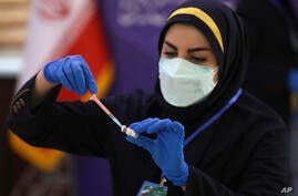 Medic Azin Chakeri prepares a Coviran Barekat Covid-19 vaccine to administer to volunteers during the third phase of the…