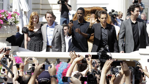 From left, actors Jessica Chastain, Martin Short, Chris Rock, Ben Stiller and David Schwimmer pose for fans during a photo call for Madagascar 3 during the 65th international film festival, in Cannes, southern France,May 17, 2012.